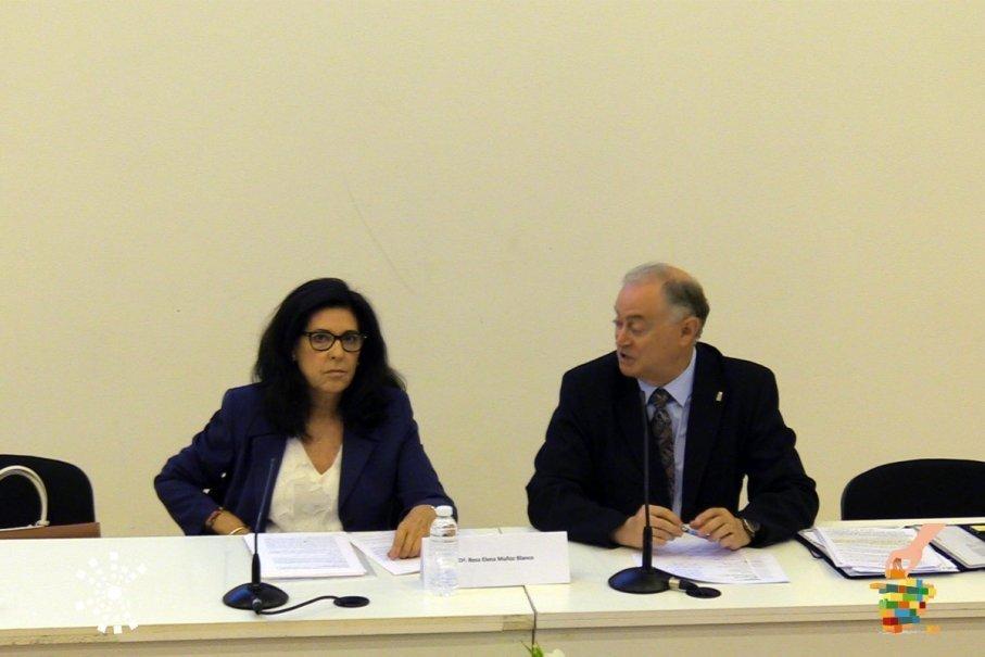 Primera ponencia - Dª. Rosa Elena Muñoz Blanco